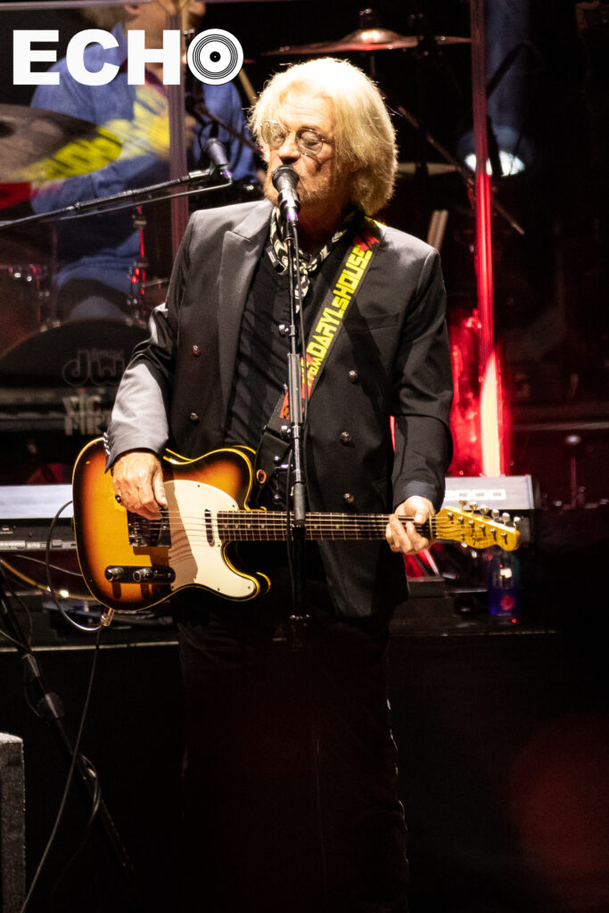 Daryl Hall sings at the microphone